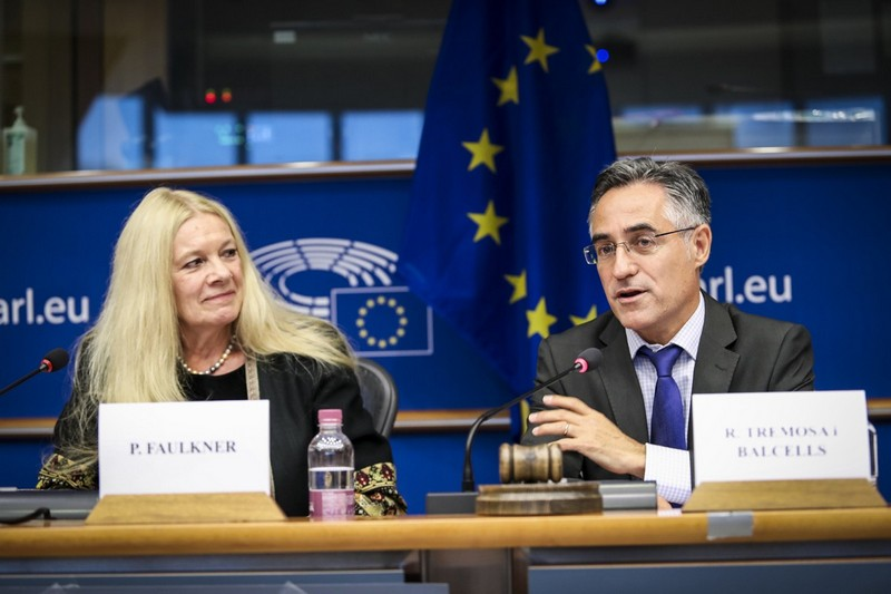 Penelope Faulkner and Ramon Tremosa MEP - © European Union 2017